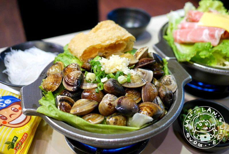 府中火鍋推薦 【啡嚐道火鍋】滿滿40顆蛤蜊!湯頭都是精華 牛奶湯也很推