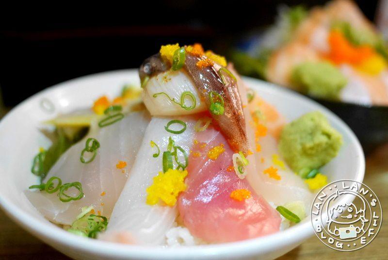 新埔日式料理 【幸福食堂二代目 鮭魚滿滿】鮭魚親子丼 握壽司等 小菜熱茶免費續