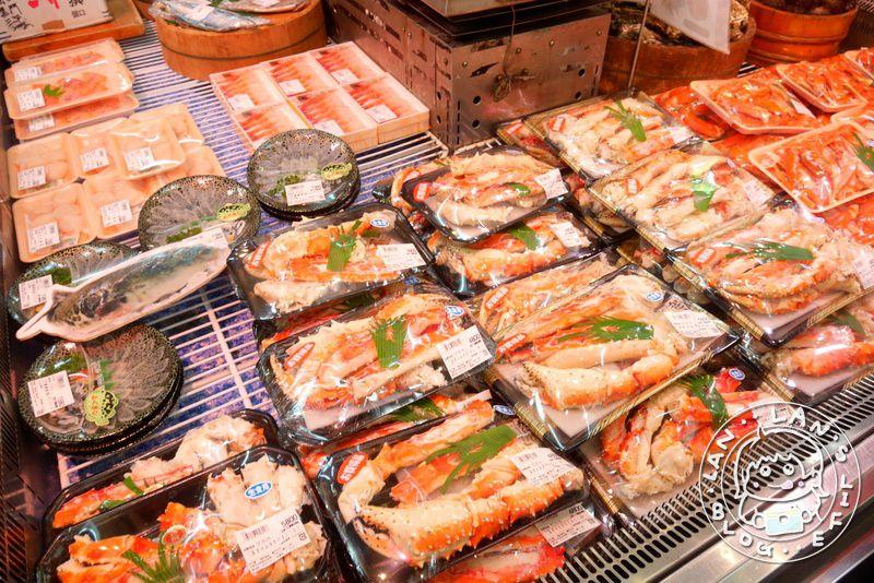 大阪必逛必買 【黑門市場】必買必吃美食 多家店舖介紹 不用300元的生魚片就超豐富!