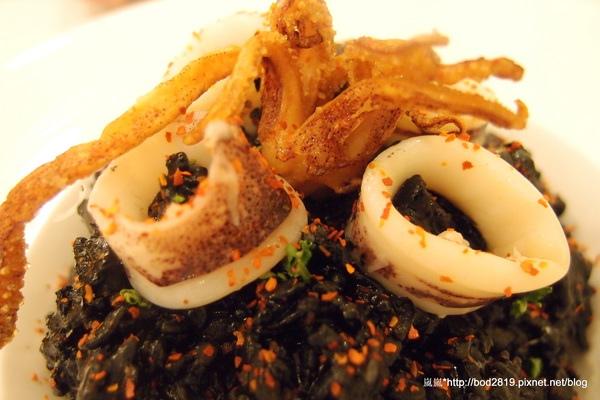 樂丘廚房:<試吃>【台中東海】樂丘廚房-四訪,平價美味的餐點,小資族好選擇,大推招牌墨魚燉飯!
