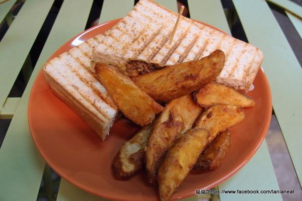 庫卡帕尼尼 澳式輕食:【台中逢甲】庫卡帕尼尼 澳式輕食-逢甲夜市裡的牽絲美味