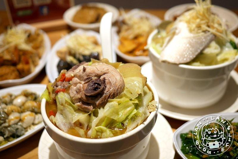 中和養生雞湯【雙月食品社 中和店】料滿出來的雞湯!真材實料 新北米其林推薦