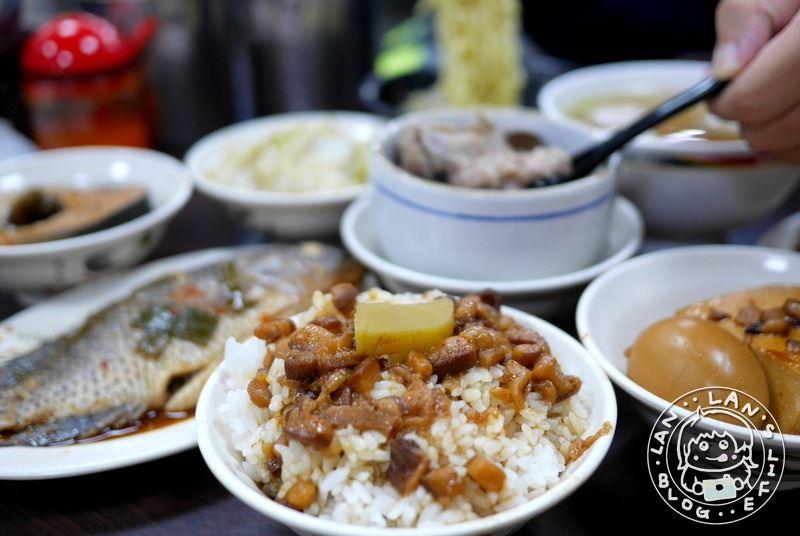新莊魯肉飯 【四惟魯肉飯】20元魯肉飯切仔麵 45元吳郭魚!銅板人氣小吃