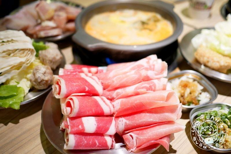 板橋火鍋吃到飽 【辛海鍋物】299免服務費!豬肉雞肉羊肉魚片