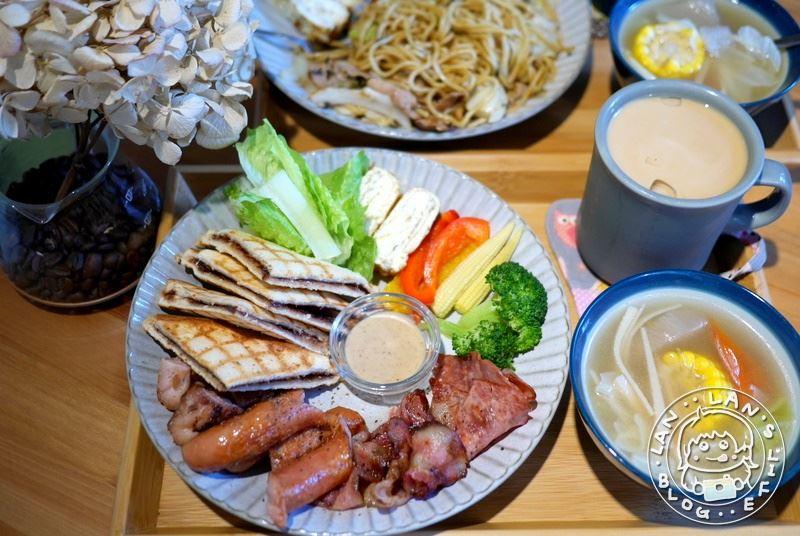 板橋車站早午餐 【窩里返 咖啡】免費WIFI 插座 早午餐 手工蛋糕+日式餐點